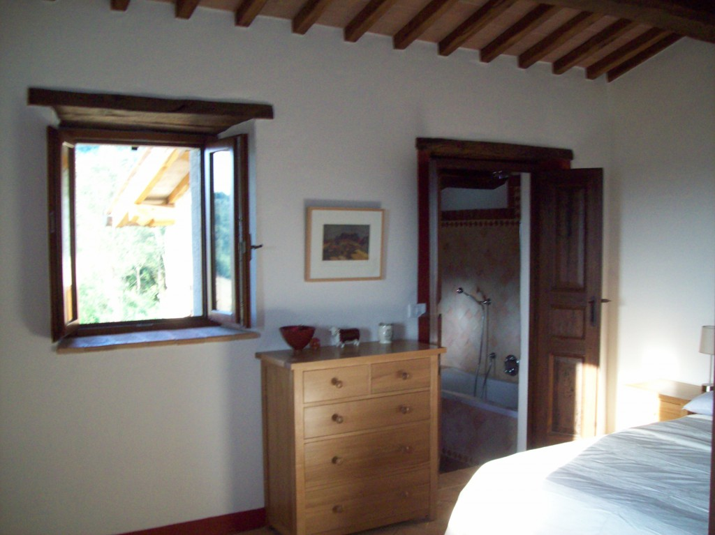 Spacious, dual aspect, Cotto enjoys views of the panorama and the olive groves.