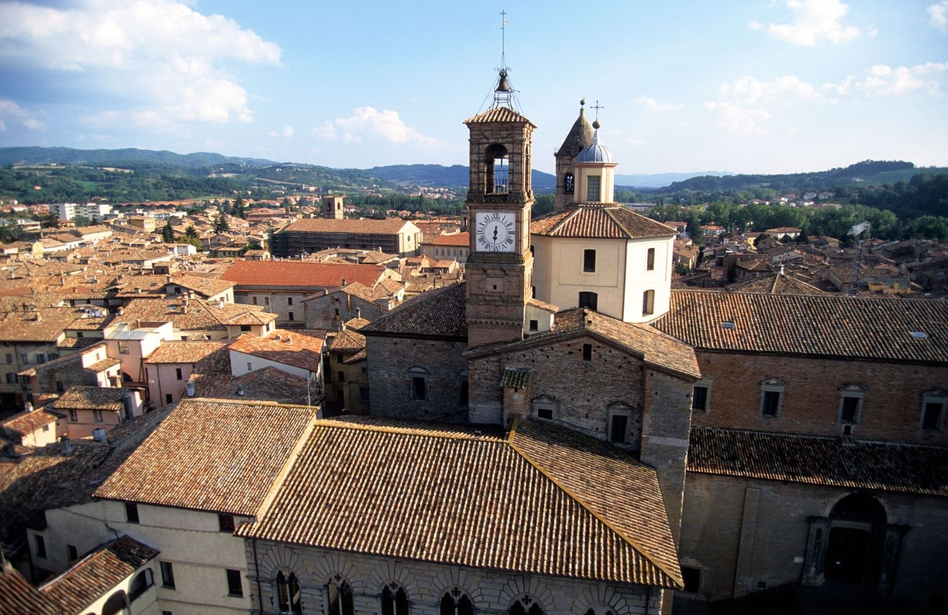 The beautiful medieval city of Citta di Castello is only 10 minutes' drive from La Foce.